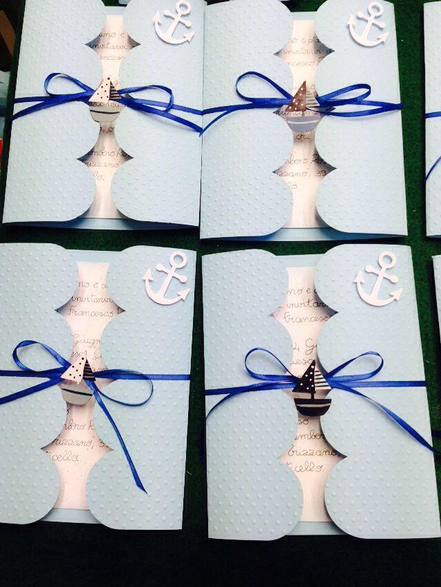 Invito compleanno stile marino.. Cartoncino con embossing,nastro di raso e miniature marine.