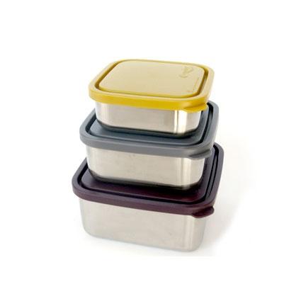 Deze lekdichte roestvrij stalen bakken zijn de perfecte oplossing om gerechten zoals boterhammen, sandwiches, wraps, sushi en salades in mee te nemen of te bewaren. Ook te gebruiken voor het afsluiten van, of het opslaan van restjes in de koelkast.  De RVS-trommels zijn vaatwasmachinebestendig, bovenin aanbevolen. De deksel kun je het beste met de hand wassen, in de vaatwasser wordt deze erg stug namelijk. De RVS broodtrommel kan niet in de magnetron.  De bakkenzijn gemaakt van # 304 (18/8)…