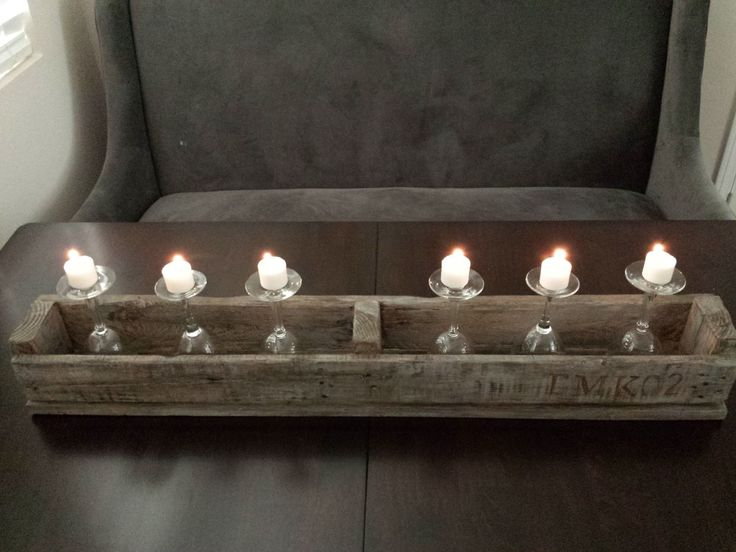 Rustic pallet centerpiece created with grey washing and dry brushing techniques. I displayed candles on top of upside down wine glasses. #pallet #palletupcycle #palletideas #palletprojects #palletcenterpiece #rusticcenterpiece #DIYpallet #upcycle # upsidedownwineglasses #wineglasscandleholder #rusticcandleholder #countrylane.tistory.com