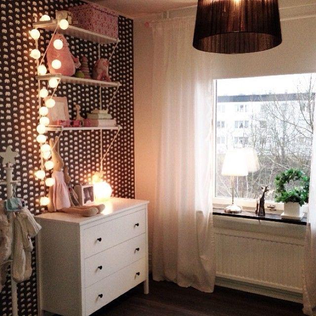 Då var äntligen allt julpynt borta, skönt! #städatbortjulen #Noeliasrum #barnrum #svenskttenn #kidskoncept #happylights #inredning #interior
