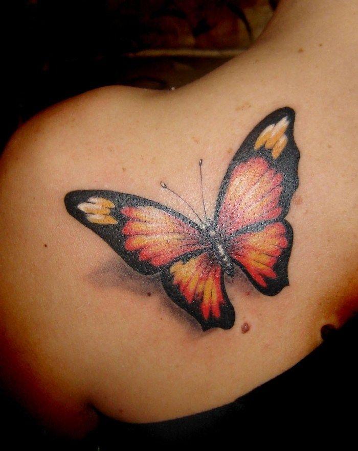 Monarch-Schmetterling als großflächiges Rückentattoo mit 3D Look