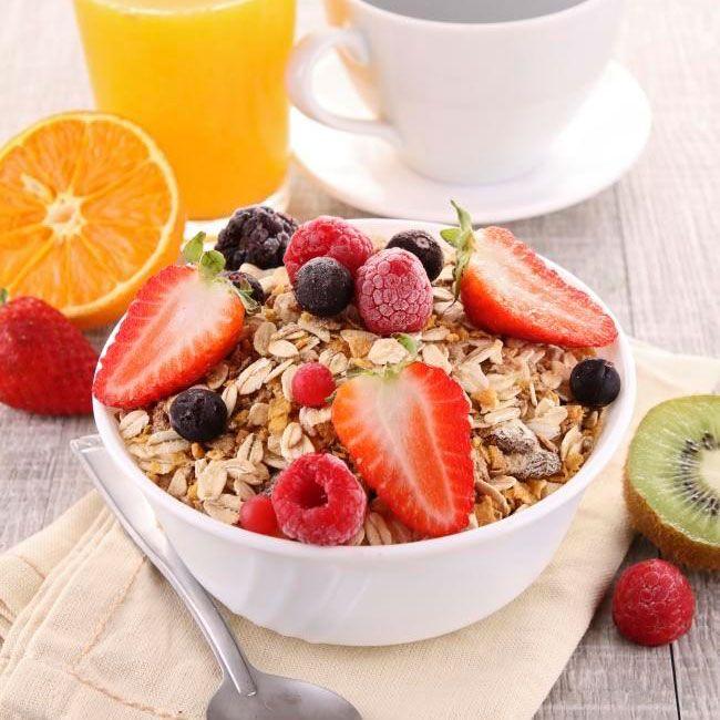 ¿Desayunar sano? Con estas 5 ideas de desayunos saludables y sencillos descubrirás cómo empezar el día con energía y siguiendo una dieta sana y equilibrada.
