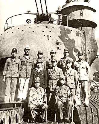 Officers of I-400 in front of the plane hangar, photographed by the US Navy following the surrender of the submarine at sea, one week after the end of hostilities.