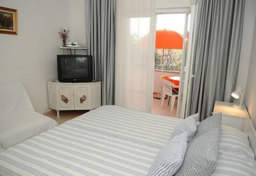 Apartments Rebselj offer #favorablepricesapartments in two #apartments located 200m from the #beachSlanica and the center of  #Murter on #islandMurter  Accommodation is ideal for #Murterfamilyvacation #holidaysinCroatia for group of friends as well as for #Murteractiveholiday  For more info about #Murtervacationrenatls and offer of #apartmentsinMurter and #Croatiaapartments offer please visit…