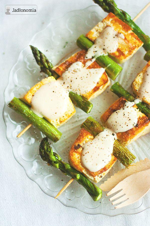 Szaszłyki ze szparagami i pomarańczowym tofu » Jadłonomia · wegańskie przepisy nie tylko dla wegan