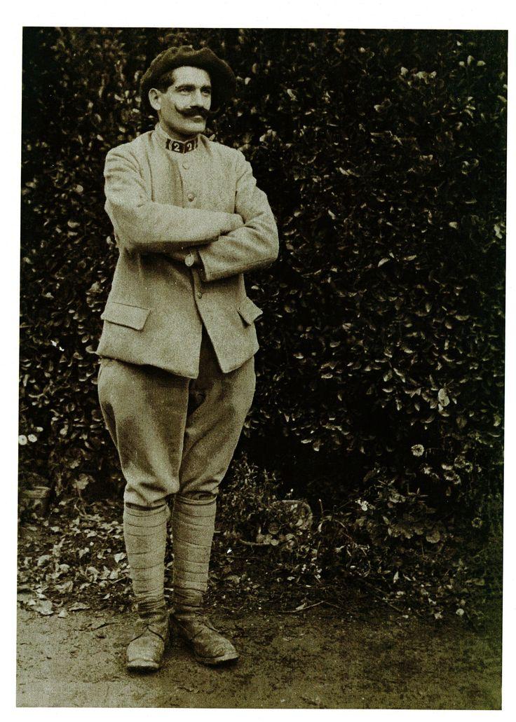 Contribution d'Yvan Dumont, AD76 - Portrait de Pierre Lemonnier. 1num0074. Pierre Lemonnier est né à Villers-Ecalles le 1er janvier 1891.