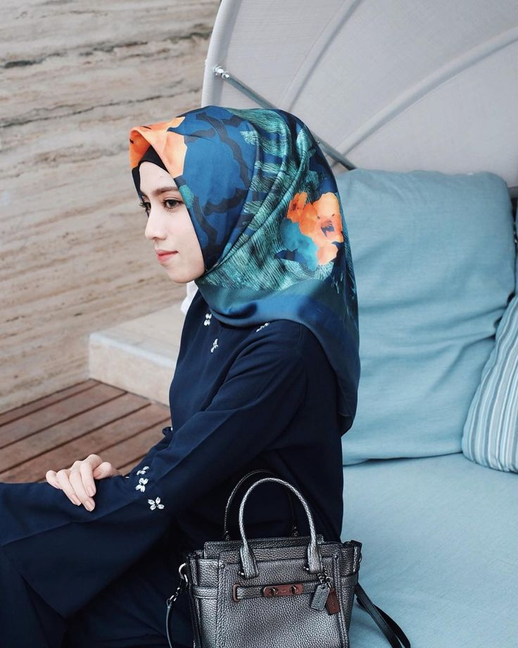 """9,836 Likes, 38 Comments - Rizky Amelia (@ameliaelle) on Instagram: """"Sapphire shawl by @azmiza.official so comfy for daily wear """""""