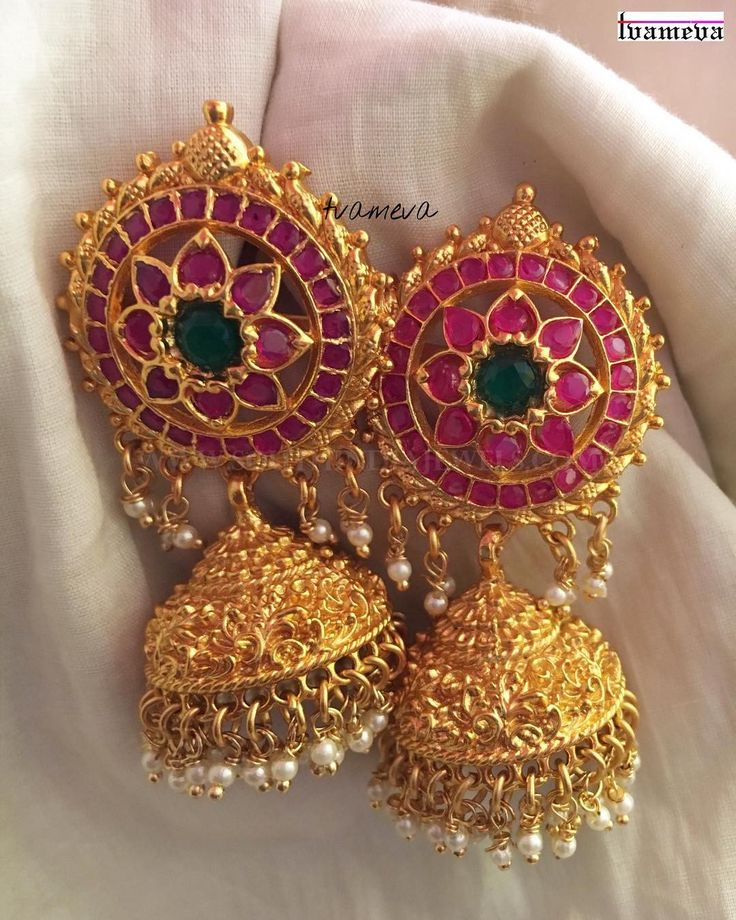 Gorgeous gold plated antique ruby jhumka embellished with pearls. For inquiries please contact the seller below. Seller Name : Tvameva Instagram : https://www.instagram.com/tvameva/ Contact : 9994767370 Related PostsAntique Ruby Jhumka EarringsGold Plated Ruby Emerald Maang TikkaMatt Finish Ruby Coin NecklaceMatt Finish Mango Necklace SetGold Plated Antique Temple JhumkaLayered Ruby Jhumka EarringsGold Plated Pure Pearl JhumkaBold …
