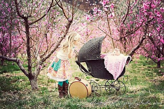 SistersPhotos Ideas, Sisters Pics, Children Photos, Adorable, Baby Girls, Big Sisters, Baby Photos, Bright Colors, Photography Inspiration