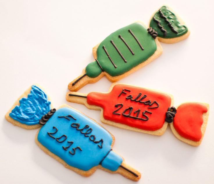 Tartas falleras decoradas de fondant y galletas petardo con glasa real