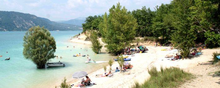 Camping les Pins, heel ver!; aan groot meer en zandstrand aan de camping; in natuurgebied