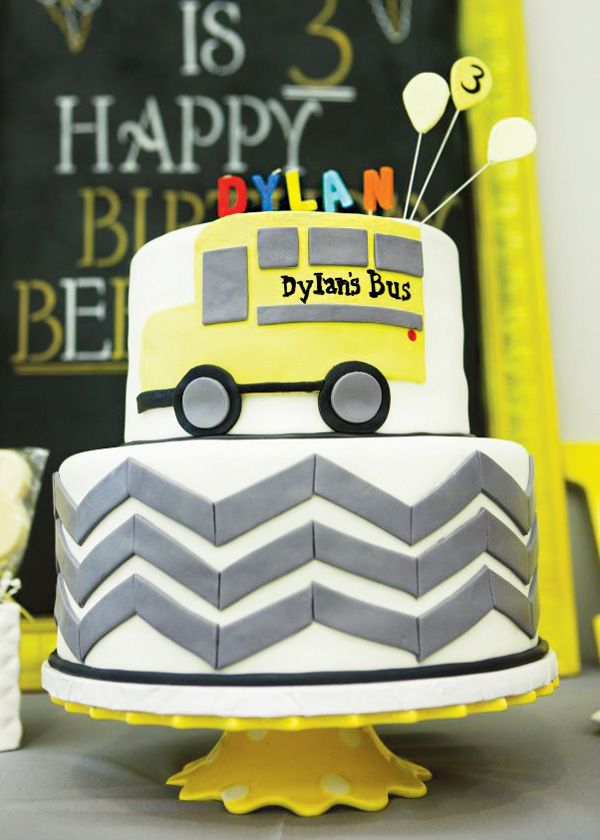 i just like the way they put the fondont on the side---Beep beep! All aboard the yellow bus birthday!