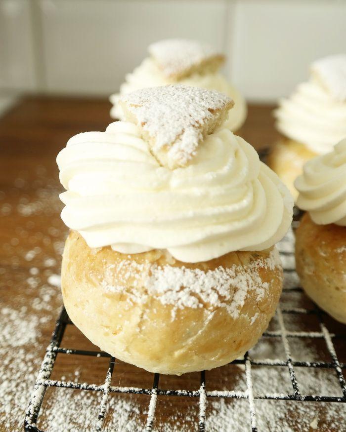 Idag har det bakats semlor här hemma. Gluten- och laktosfria klassiska semlor. På tisdag 28/2 är det fettisdagen och semla är då ett måste.Håller ni inte med?Det är så gott med hemmagjorda semlor…