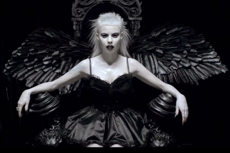 Die Antwoord: Ugly Boy, o clipe mais foda do momento!  #dieantword #uglyboy…