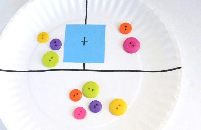 Manualidades >> Cómo aprender matemáticas con manualidades fáciles.  Si durante este verano te has propuesto repasar conceptos con tus hijos o quieres avanzar les de materia que verán el año que viene, no debes perderte estas divertidas ideas para aprender matemáticas con manualidades hechas con objetos cotidianos.