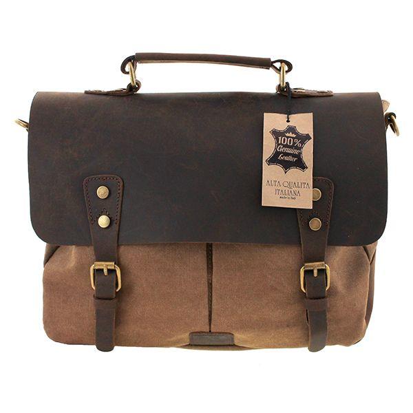 """My-Best Design è lieta di presentarvi la nuova linea """"Vintage Luxury Edition"""". Qui potete vedere in anteprima una borsa che ricorda molto quelle in pelle che venivano legate alle moto o alla vespe con le quali si intraprendevano lunghi viaggi; in questa borsa si può riporre di tutto, dalle cose da uomo a quelle da donna, dagli attrezzi di lavoro al tablet, dai trucchi ai giochi, insomma veramente di tutto. #vintageluxuryedition #bag #bags #mybestdesign"""