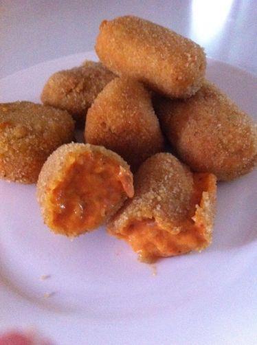 Croquetas de manitas de cerdo con bechamel de piquillos para #Mycook http://www.mycook.es/receta/croquetas-de-manitas-de-cerdo-con-bechamel-de-piquillos/