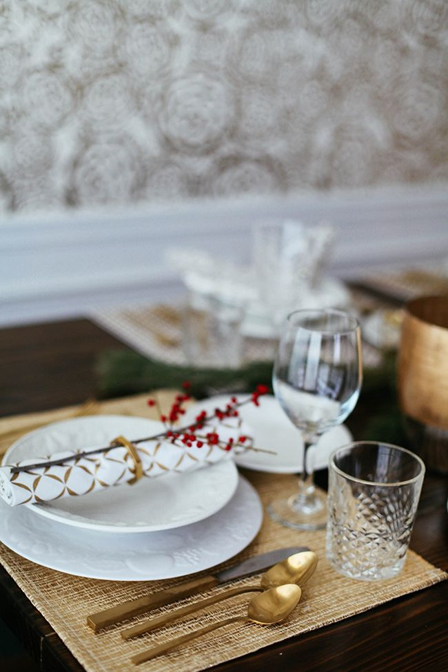 25 unique christmas place setting ideas on pinterest. Black Bedroom Furniture Sets. Home Design Ideas