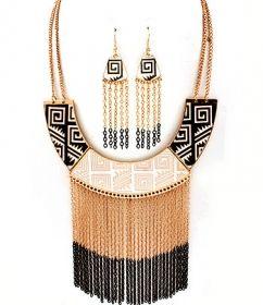 www.cewax.fr aime les bijoux ethno tendance Bijoux ethniques et style tribal. Retrouvez tous les articles sur la mode afro sur le blog de CéWax: cewax.wordpress.com/ Black Gold Cream Native American Design Necklace Earrings Set