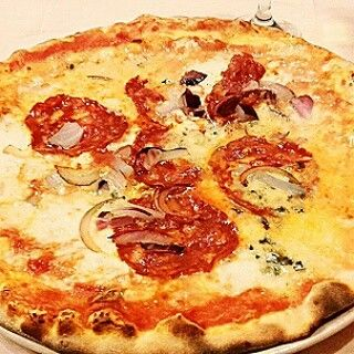 Pizza Baresana with buffala red onion and dry tomatoes