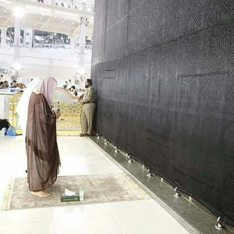 The immam of the grand mosque praying in front of the # kabah # Mecca