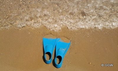 Hot sand, cool sea ... this is Greece! http://globalgreekworld.blogspot.com/2011/08/blog-post.html