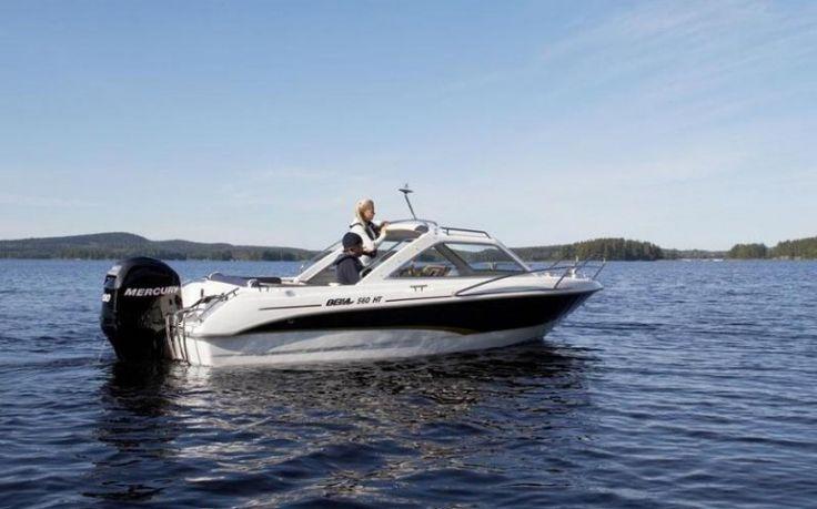 BELLA 561 CABIN  Ein praktisches und vielseitiges Wanderboot für kleine Familien. Durch das moderne Design und die klaren Linien, ist die Bella 561 HT schön ... Preis: CHF 27.950,-Bodenseezulassung:Ja Jahrgang:Breite:2.05 m Angebot:VorführbooteLänge:5.50 m Typ:Fischerboot