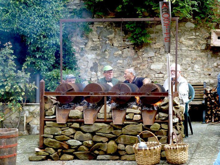 #Caldarroste a #Sassetta, #Toscana. #Italy #Tuscany #tradition