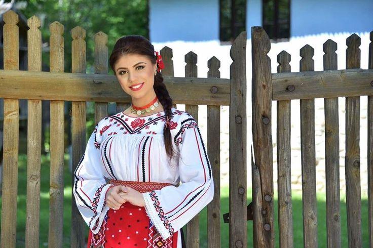 Costum popular Romanesc din Dobrogea  Traditional Romanian costume from Dobrogea