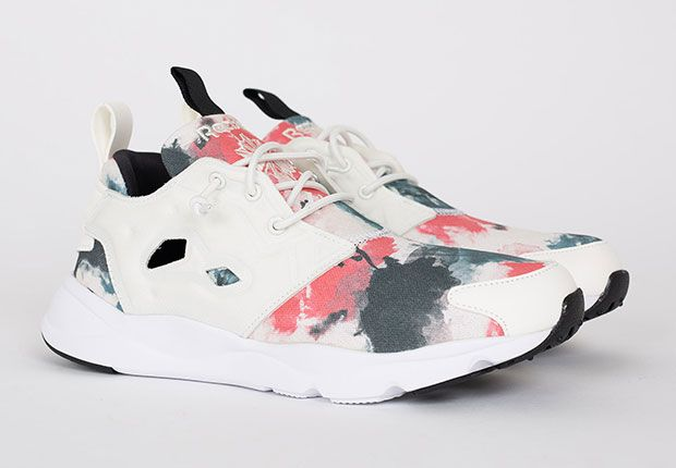 Paint-Blot Graphics Are A Clean Look On The Reebok Furylite - SneakerNews.com