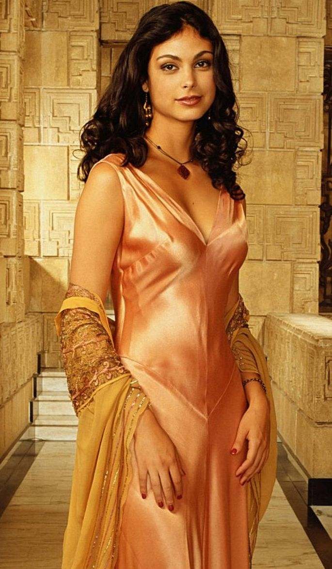 Morena Baccarin as Inara Serra in Firefly/Serenity. This freaking dress, though ...