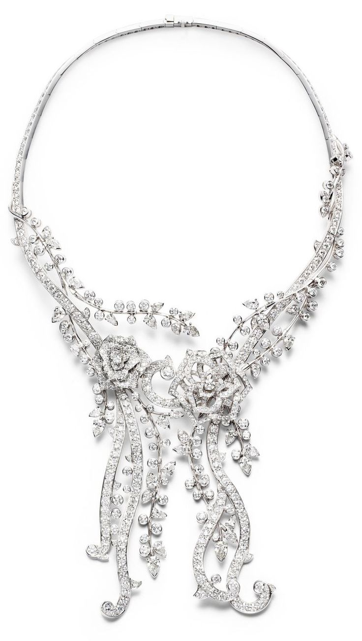 Piaget Rose - Limelight Garden Party necklace in 18K white gold set with 670 brilliant-cut diamonds (approx. 38.48 cts) and 26 pear-cut diamonds (approx. 9.88 cts).