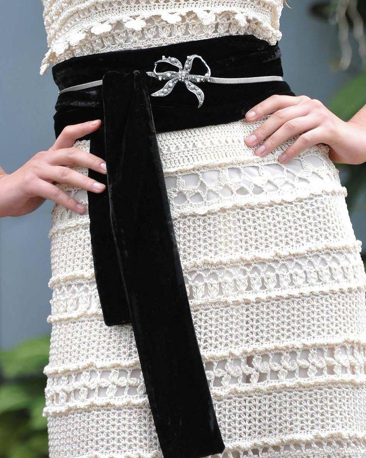 vestido elegante confeccionado a crochet.