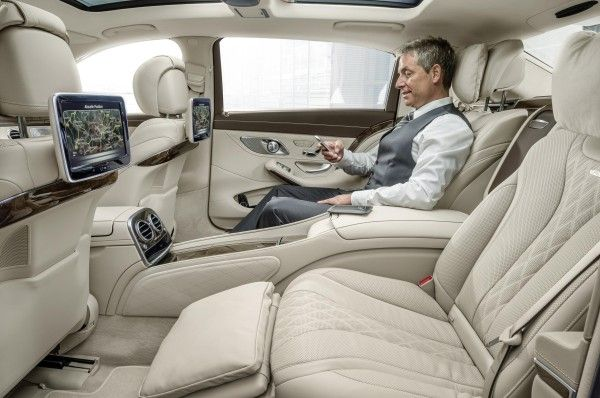 Mercedes Maybach S 600 interior That is one Sweet back seat ride right there!