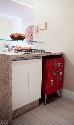 Quitinete alugada de 22 m² para morar e trabalhar. Fotos publicadas na revista MINHA CASA.