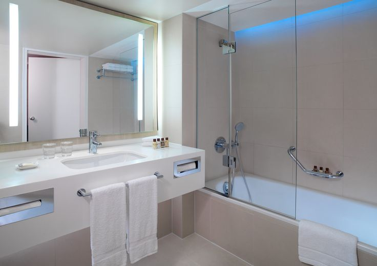 Bath Room Sheraton Frankfurt Airport Hotel Conference Center Bathroom Layout Dream Bathrooms Bathrooms Remodel