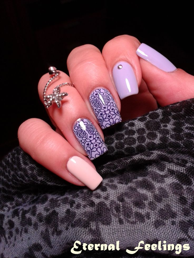 Purple Professional 95 Make Love, Not War with Cliché Subtil on the pinkie; stamping with Infinity Nails 34