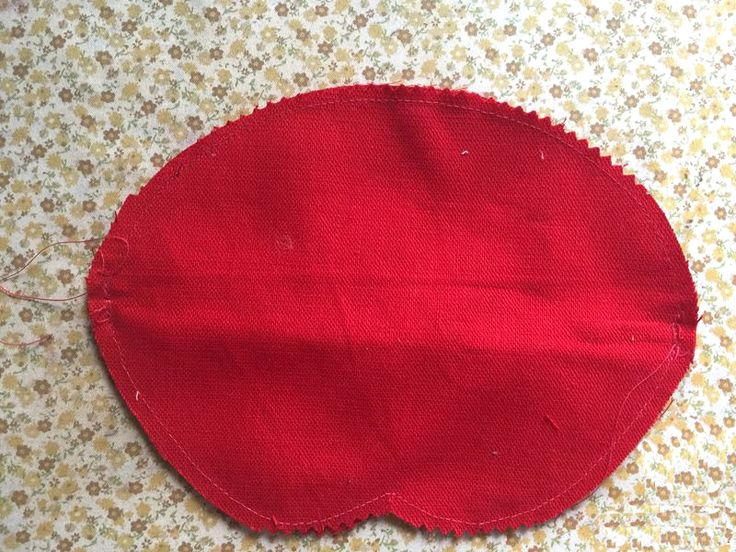 Red Lips Makeup/Cosmetic Bag. Photo Sewing Tutorial. Step by step.