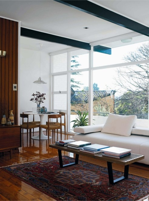 Cool modernist home of Tim Ross. Like the George Nelson coffee table.
