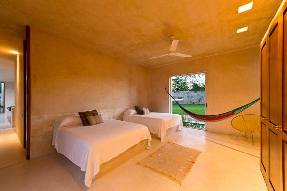 Este+proyecto+a+cargo+del+estudio+Reyes+Ríos+++Larraín+arquitectos+se+ubica+en+Mérida+Yucatán.+Casa+Sisal+es+una+casa+para+huéspedes,++fue+construida+en+el+terreno+donde+anteriormente+era+un+patio+de+secado+de+fibra+de+henequén+del+siglo+XIX.