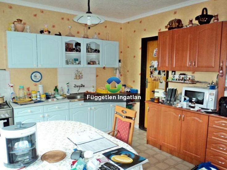 Független Ingatlan portál   1+3 félszobás, kétszintes családi ház