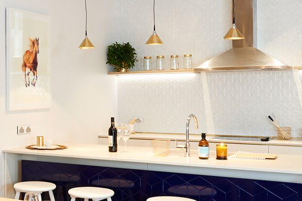 The Dark Blue Compliments The Caesarstone London Grey Kitchen Benchtop The Block Nz 2014 Pinterest Kitchen Splashback Ideas The White And Hexagons