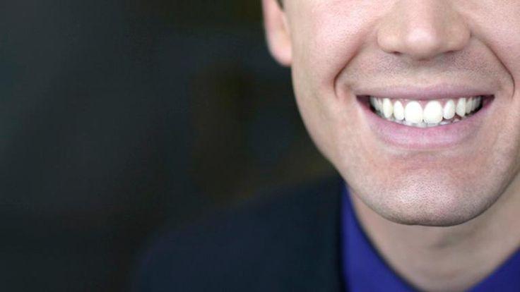 Parce qu'il n'avait pas les 8000$ qu'auraient coûtés ses appareils dentaires, un étudiant les a fabriqués avec une imprimante 3D, pour la modique somme de 60$