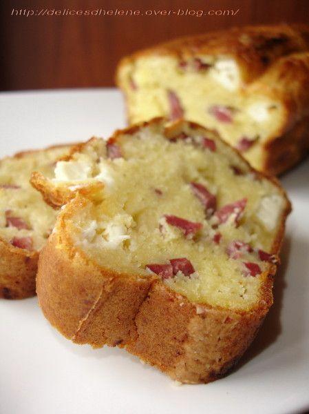 Un cake très tendre grâce à l'huile d'olive, à base d'alumettes de canard et morceaux de kiri, à savourer en petits dés à l'apéritif, ou en plat principal avec une salade ou encore à emporter en pic-nique, une idée repérée sur un blog et qui m'avait tapé...