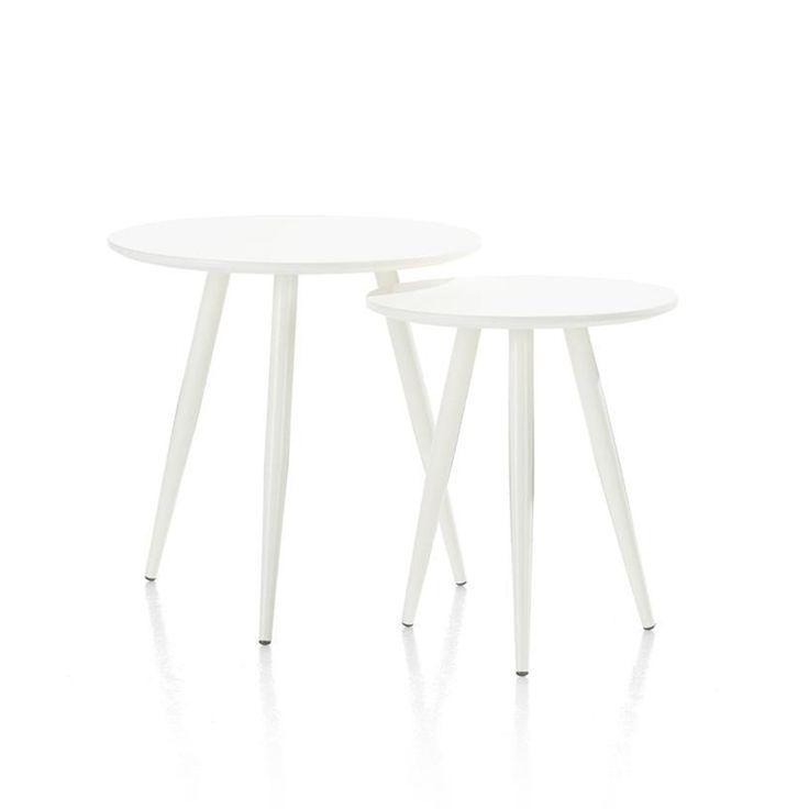 Deze eigentijdse set bijzettafels van het merk Youniq is helemaal hip! De tafeltjes hebben verschillende hoogtes en doorsnedes zodat je ze heel leuk bij elkaar kan zetten. De ene is 40cm rond en de andere 50cm. Ideaal om je borrel of kopje koffie op te zetten. De tafeltjes zijn gemaakt van MDF en mat afgelakt in een basic witte kleur.| Deleukstemeubels.nl Deleukstemeubels.nl