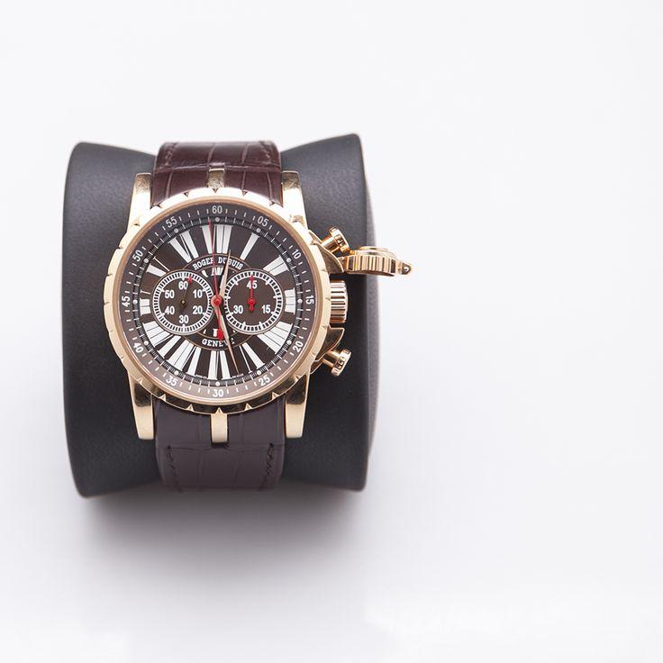 Un diseño sofisticado, elegante y sofisticado es lo que necesitas para impactar, reloj Roger Dubois