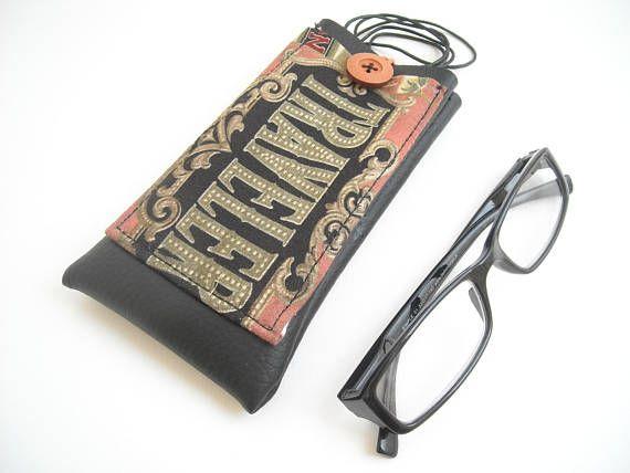 Traveler eyewear pouch with lanyard eyeglass neck holder with