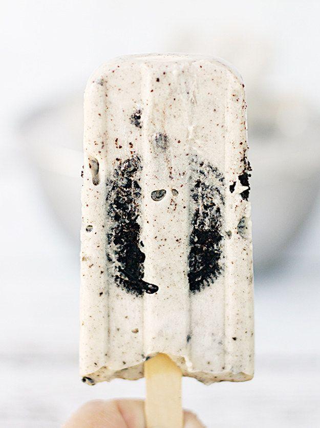 Paletas de Oreo. | 17 Deliciosas paletas heladas que derretirán tu paladar