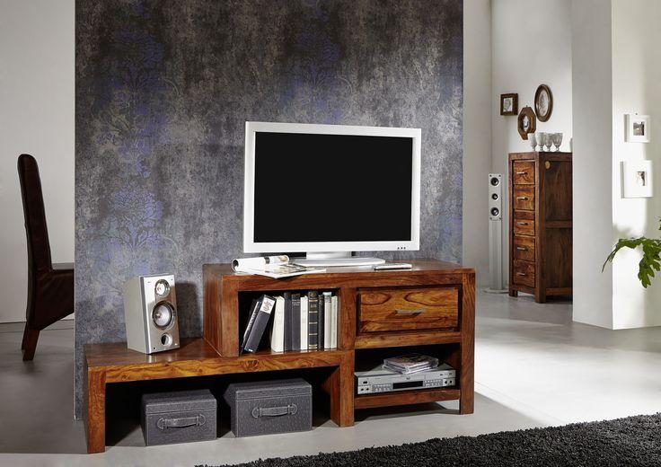 Lowboard der Serie METRO LIFE aus Palisanderholz. Die wunderschöne Maserung ist matt lackiert, das Design in schlichten Formen gehalten – hier ist eine Wohlfühl-Atmosphäre garantiert! #möbel #wohnzimmer #holz #echtholz #massivholz #wood #wooddesign #woodwork #homeinterior #interiordesign #homedecor #decor #einrichtung #furniture #livingroom #livingroomideas #ideas #modern #sheesham #palisander #lowboard #tv #tvboard #fernsehboard #fernsehmöbel #massivmoebel24