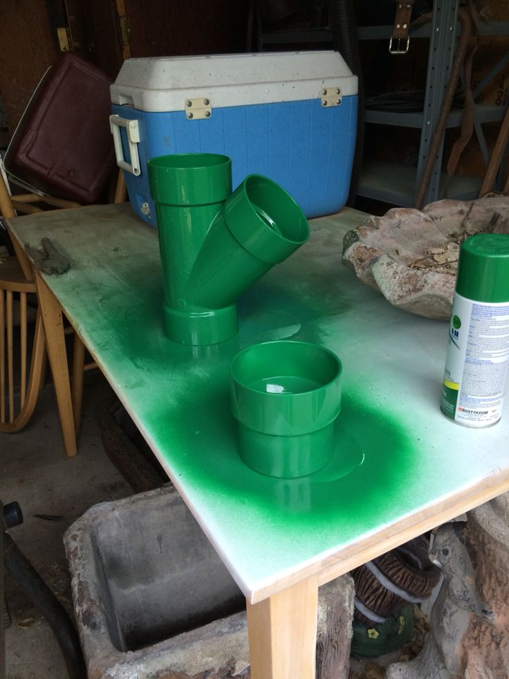 DIY Super Mario Bros warp pipes for cake tiers/center pieces for Super Mario Bros themed birthday party made from PVC pipe and green spray paint designed to adhere to plastic!